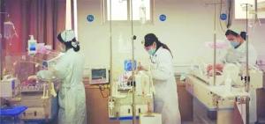 35岁孕妇产下三胞胎 医生:概率不到万分之一