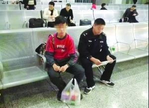龙8娱乐走8小时到铅山会网友 民警送广东少年回家