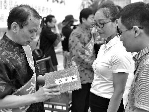 22位名老中医喜收徒  ——我市举办纪念《中医药法》实施一周年宣传活动