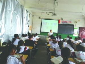 """石狮学校:  开展""""崇尚英雄""""主题教育"""