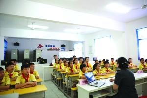 信州区:  防毒拒毒识毒知识进校园