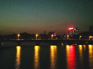信江河上赏红月