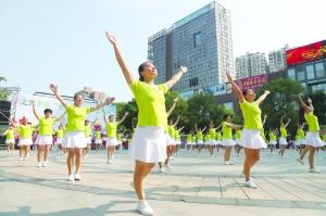 """我市已组建起2560余支广场舞队伍,参与群众达到76万人——  """"跳""""出满满的幸福感"""