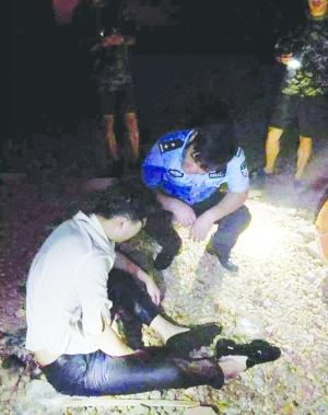 男子凌晨与女友吵架跳河 民警及时施救脱险
