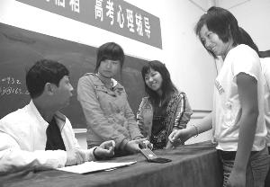 学生心事的倾听者  ——记江西省五一劳动奖章获得者施双江