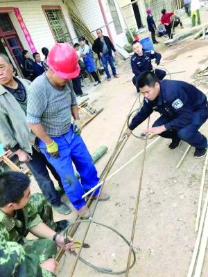 老人井下遇坍塌土掩胸口 众警救援8小时脱险