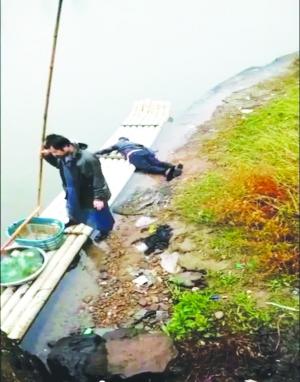 男子做生意被骗胜利大桥跳河 渔夫撑竹排救起
