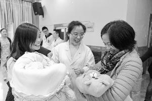 """""""大手牽小手,你我共成長""""  ——市人民醫院舉辦早產兒家庭團聚會"""