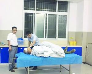 【暖新闻·江西2019】贫困户骑车摔伤 第一书记护送到医院料理至凌晨
