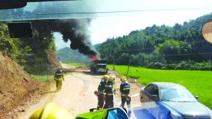 一非法改装油罐车爆燃