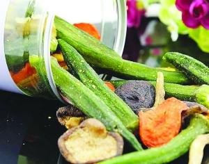 """脱水果蔬成零食界""""黑马"""" 过多食用不利于健康"""