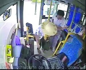 【暖新闻·江西2019】凡人善举最是温暖人心 公交司机频获市民点赞