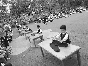 鄱阳县保育院:  举办幼儿生活自理能力比赛