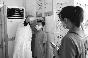 玉山县黄家驷医院开展儿童生长发育义诊活动