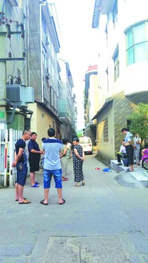 广丰一男子坠楼身亡警方认为是失足小偷
