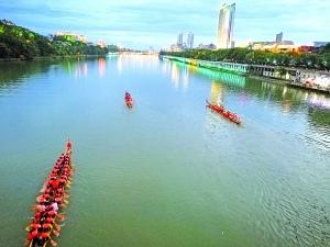 小端午信江上20多条龙舟竞技